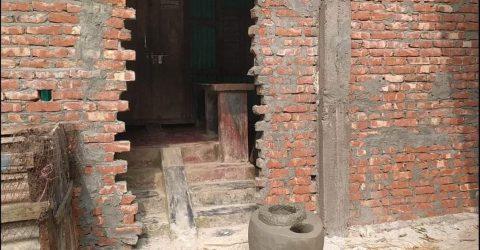 এ কেমন শক্রতা?  উত্তর দিঘলদিতে ঘরের সামনে দেয়াল