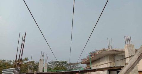 চরফ্যাশনে ঘরের উপরে মরণ ফাঁদ বিদ্যুতের ক্যাবল, উদাসীন পল্লী বিদ্যুৎ কর্তৃপক্ষ